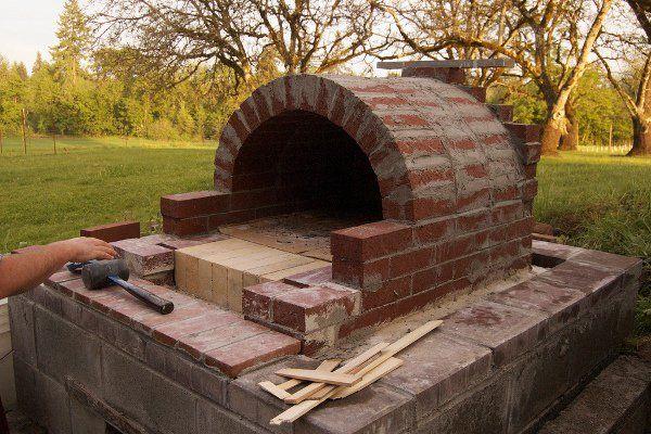diy : réalisez un four à pizza en extérieur pour de belles soirées
