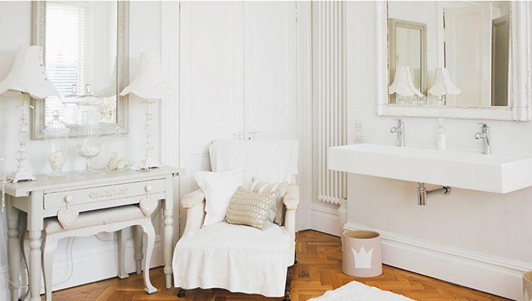 Suisse, un chalet blanc | Boudoir, Salle de bains et Esprit