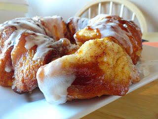 Easy Pumpkin Monkey Bread. I'll probably sub pumpkin spice for nutmeg.