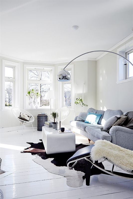 love the space (-minus the fur and cowskin) \u2026 Ugne Pinterest - kuhfell teppich wohnzimmer