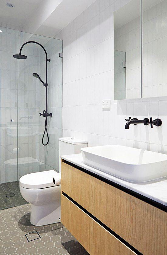 20 banheiros e lavabos pequenos e claros Madeira - lavabos pequeos