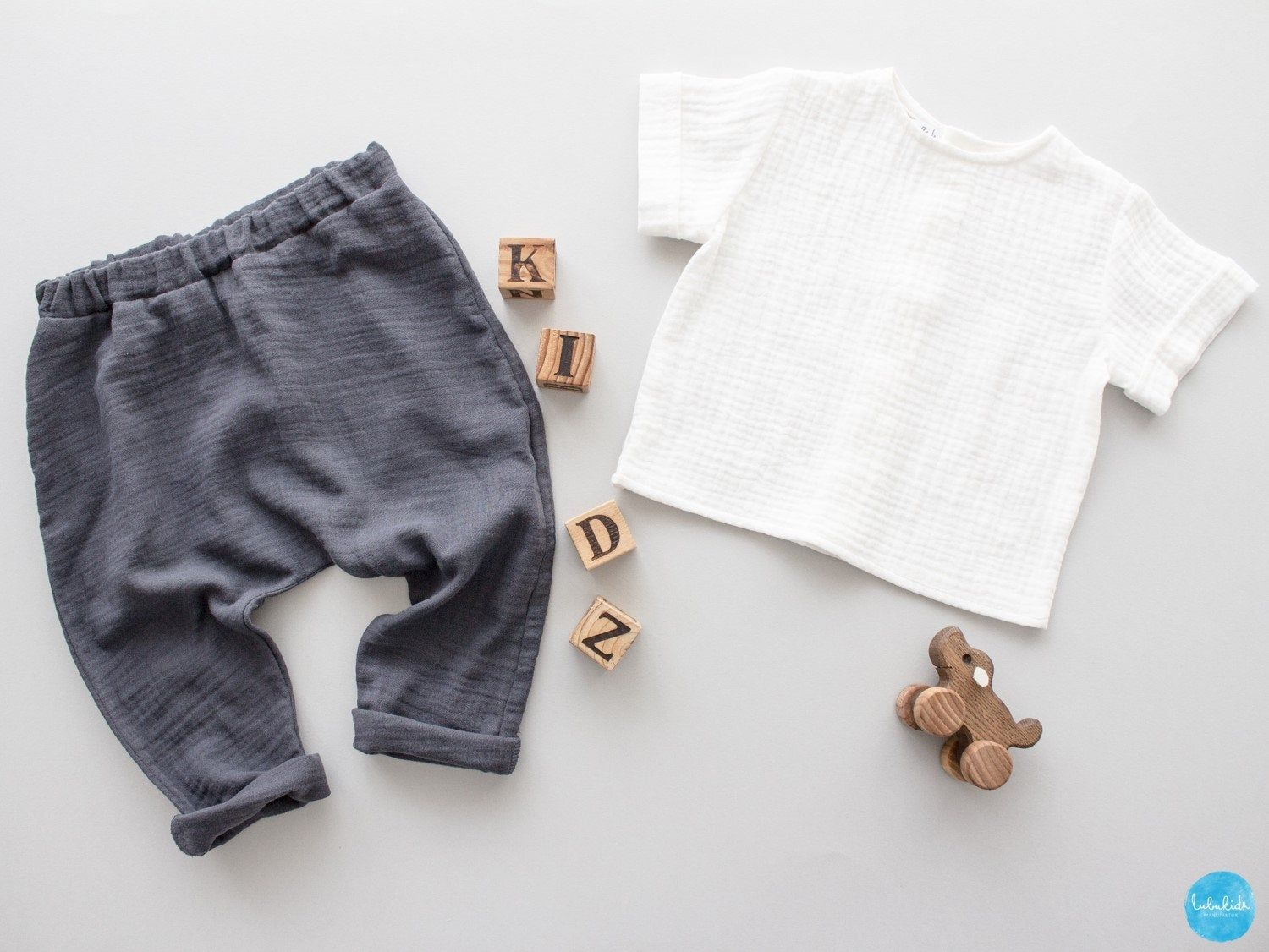 UK-Shop offizieller Laden näher an 2 piece outfit: Baby boy muslin long pants + shirt white ...
