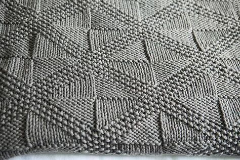 Knitulator sucht schöne #Strickmuster: #Rautenmuster #Strickquadrate #Rautenmusterstricken #Deckestricken #Deckenmuster #MusterfüreineDecke #Strickapp www.knitulator.com