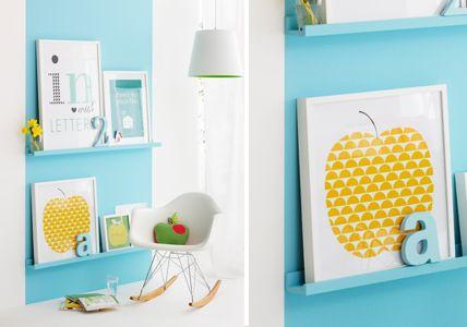 galerieleisten f r bilder und fotos wer behauptet dass bilder immer an der wand h ngen m ssen. Black Bedroom Furniture Sets. Home Design Ideas