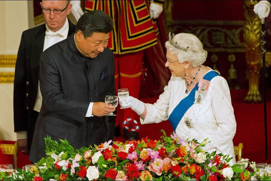 La reine Elizabeth II et le président chinois Xi Jinping à Buckingham Palace, le 20 octobre 2015