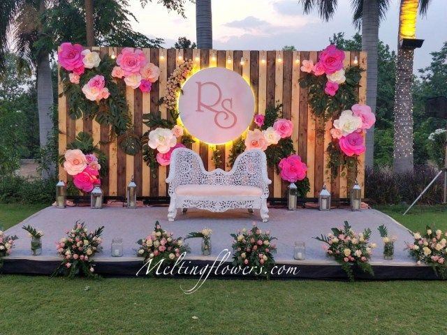 Creative Picture Of Photobooth Ideas Wedding In 2020 Indian Wedding Decorations Receptions Wedding Backdrop Decorations Wedding Ceremony Backdrop Indoor