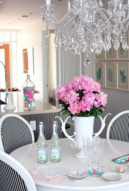 Pretty clean decor and not too girly for the man of the house! #decor #interiors