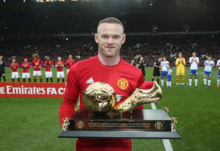 Manchester United S Highest Goalscorer Wayne Rooney Is Speculated To Join The Ch Manchester United Manchester United Football Club Manchester United Football