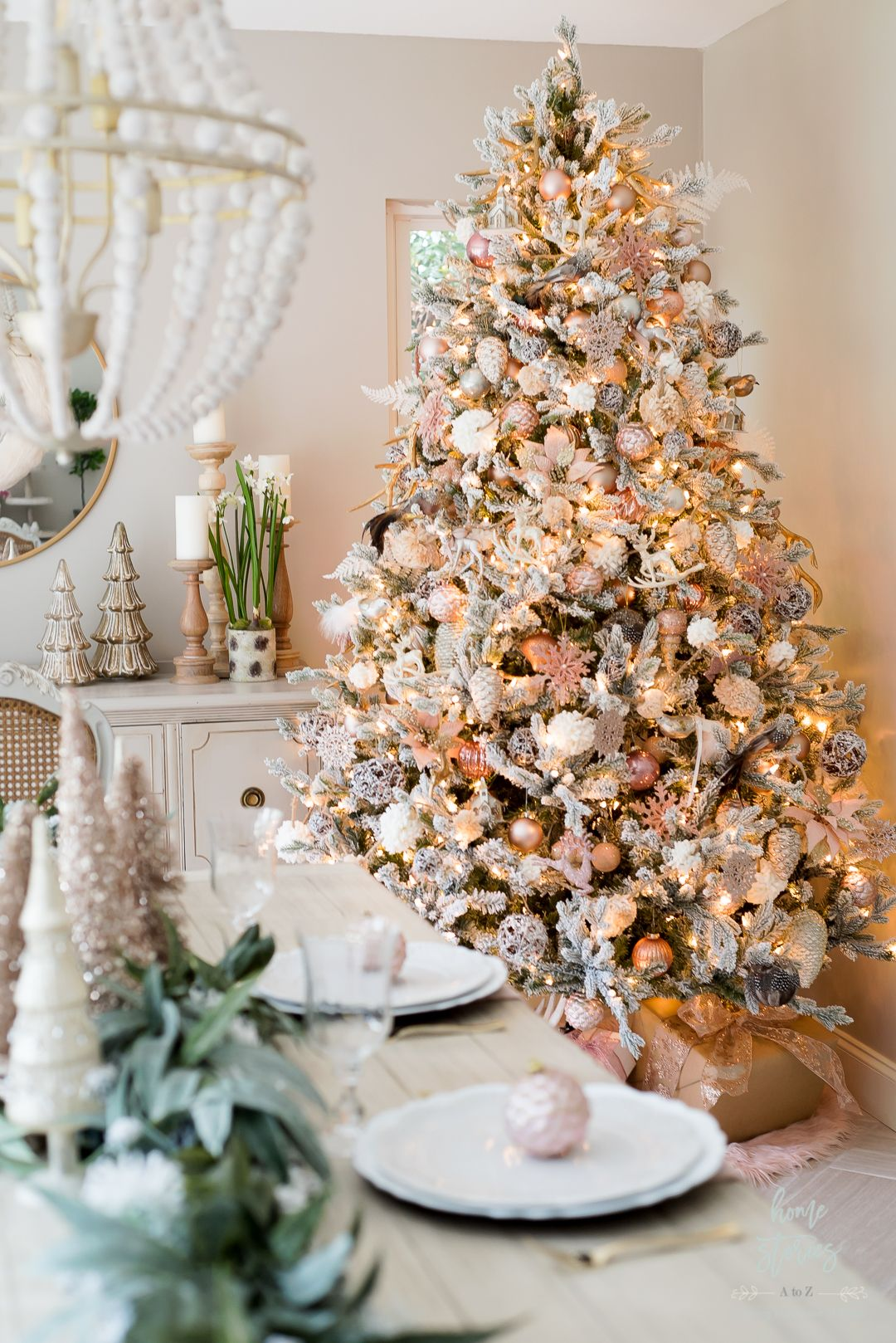 How To Decorate A Christmas Tree Like A Designer Step By Step Video Christmas Table Settings Christmas Tree Design Christmas Staircase