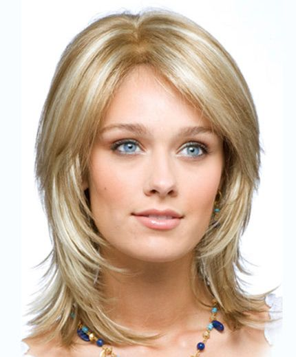 градуированное каре с челкой на длинные волосы фото
