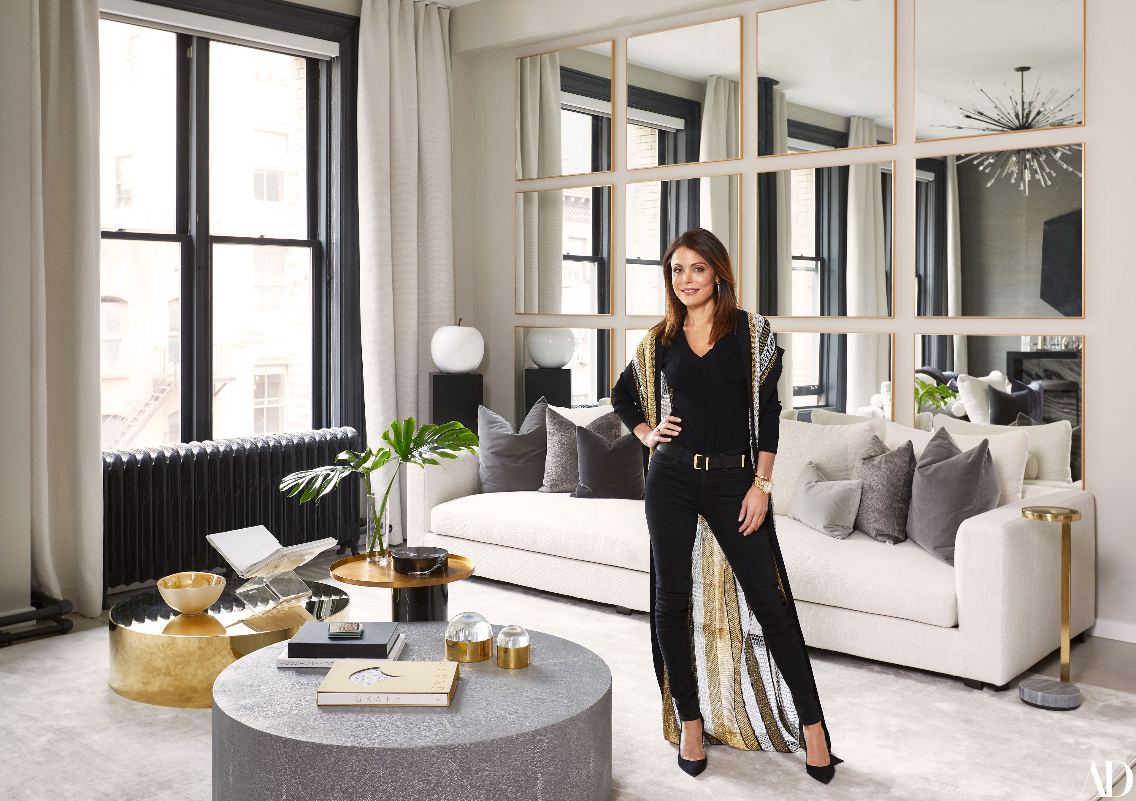 Bethenny Frankel New York City House Photos Luxury Living Room Mirror Wall Living Room Living Room Decor