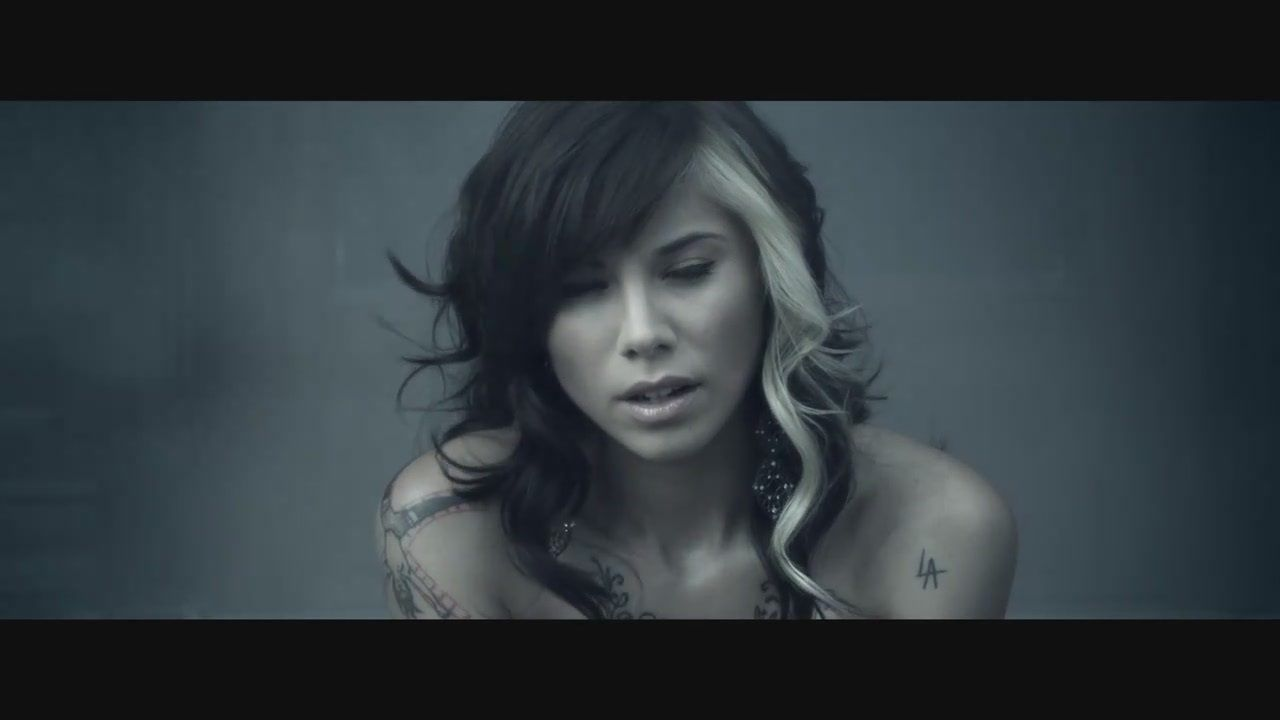 Christina Perri Image Jar Of Hearts White Streak In Hair Hair Beauty Colored Curly Hair