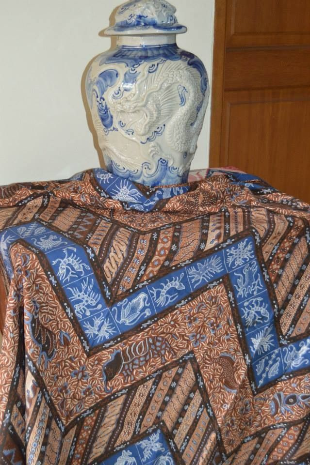 handdrawn banji-chinese influenced batik made by alvienalfan batik in Pekalongan,approx1 yr of labour