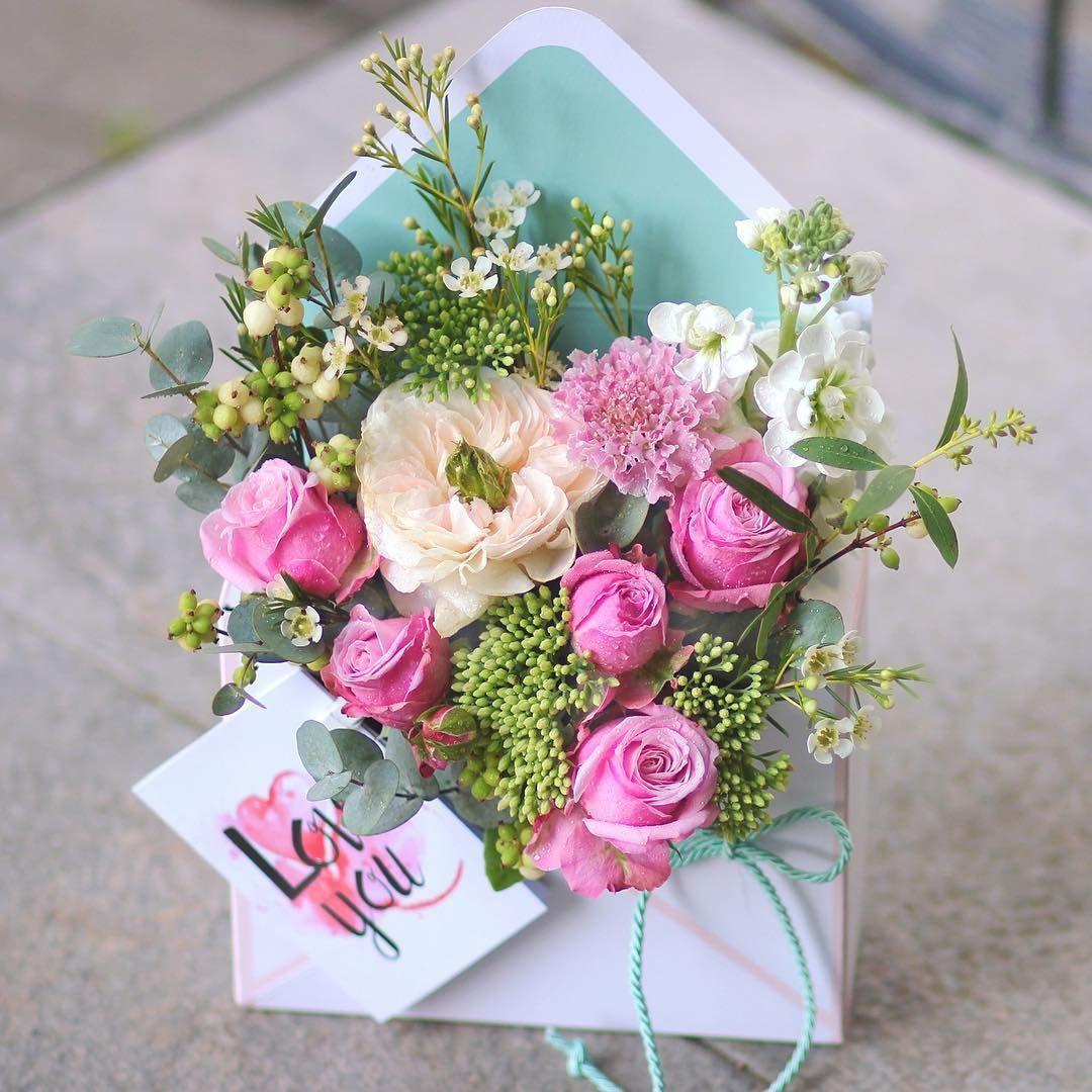 Nashi Cvetochnye Pisma Razletayutsya Po Adresam Raduya I Udivlyaya Svoih Poluchatelej Poslaniya S Nailuchshimi Pozhelaniyami Perep Flower Decorations Flower Boxes Flowers