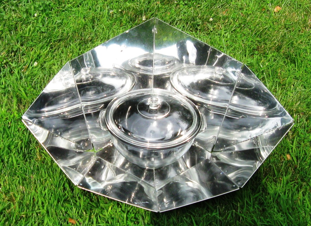 HotPot solar cooker with panel reflector (5 liter capacity, front ...