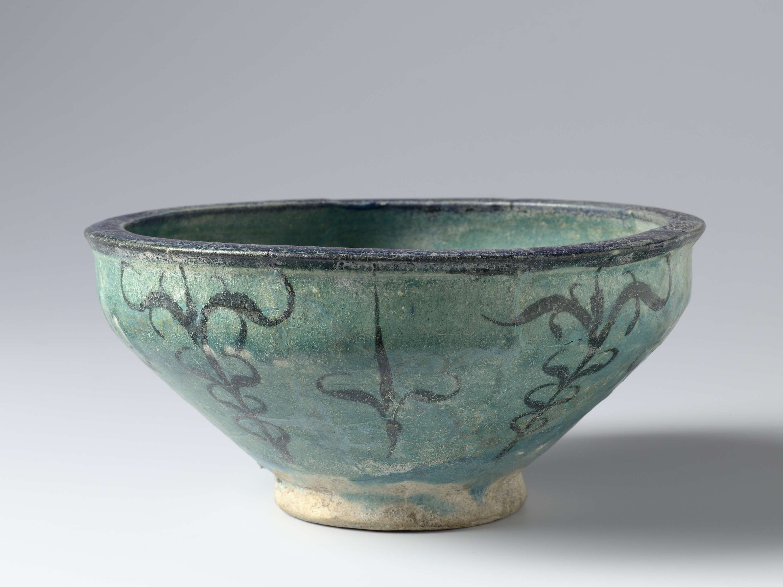 Kom turquoise kom met een decor in donker blauw, anoniem, 1275 - ca. 1325