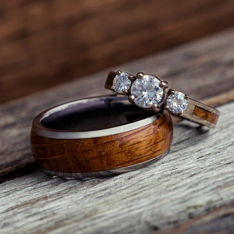 Whisky Fass Holz Hochzeitsring Set Weiss Gold Und Titanringe Etsy Wood Wedding Rings Set Wood Wedding Ring Wedding Ring Sets
