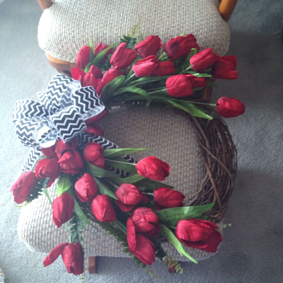 Red tulip wreath with chevron bow.