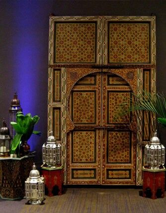 Moroccan decor – that's not a door, but a wardrobe.