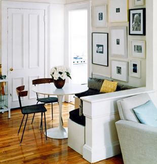 좁은집이라도 낮게 공간 구분을 해도 좋을듯. 근데 테이블이 넘 작다