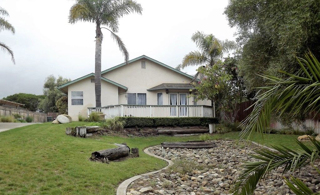 House For Rent At 135 N Oakglen Ave Nipomo Ca Homes Land Renting A House Home Real Estate