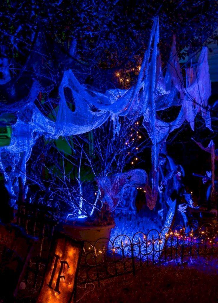 DIY Outdoor Halloween Design and Decor Ideas on a Budget (64