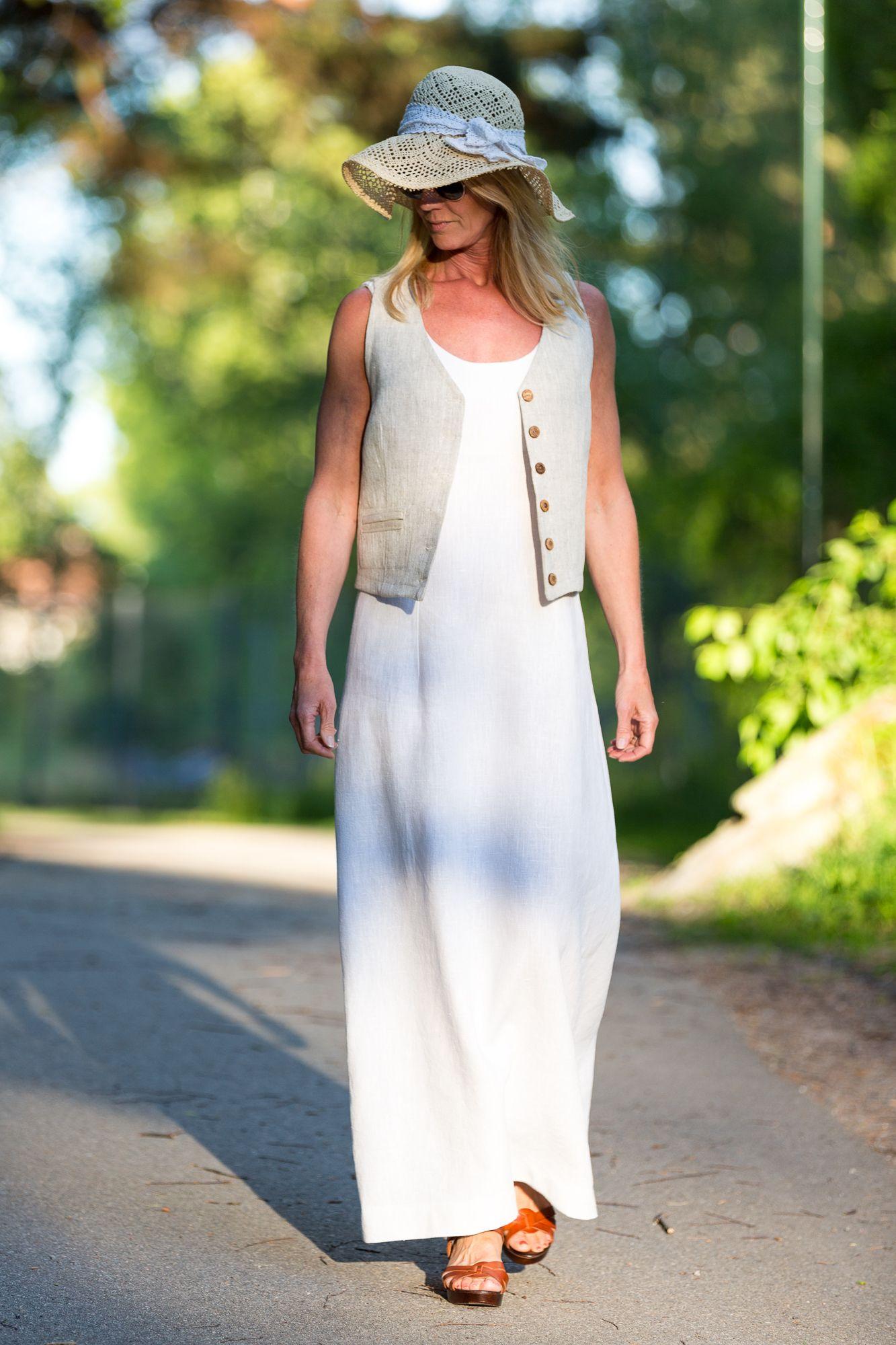 0df80279f577 Lång linneklänning och väst i linne från Lisas Slow Fashion Se mer och köp