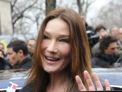 Carla Bruni We Are All About Staying Refreshed But Make Sure You Maintain A Natural Look Especially At Your Young Age Rejuvenation Botox How To Stay Healthy