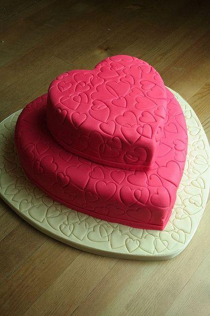 me gusta torta de corazon con fondant y corazones sellos