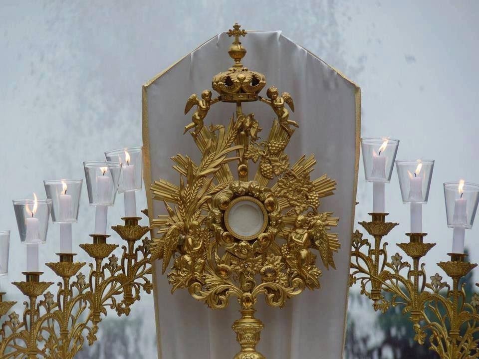 Bendito y alabado sea Jesucristo en el Santísimo Sacramento del altar