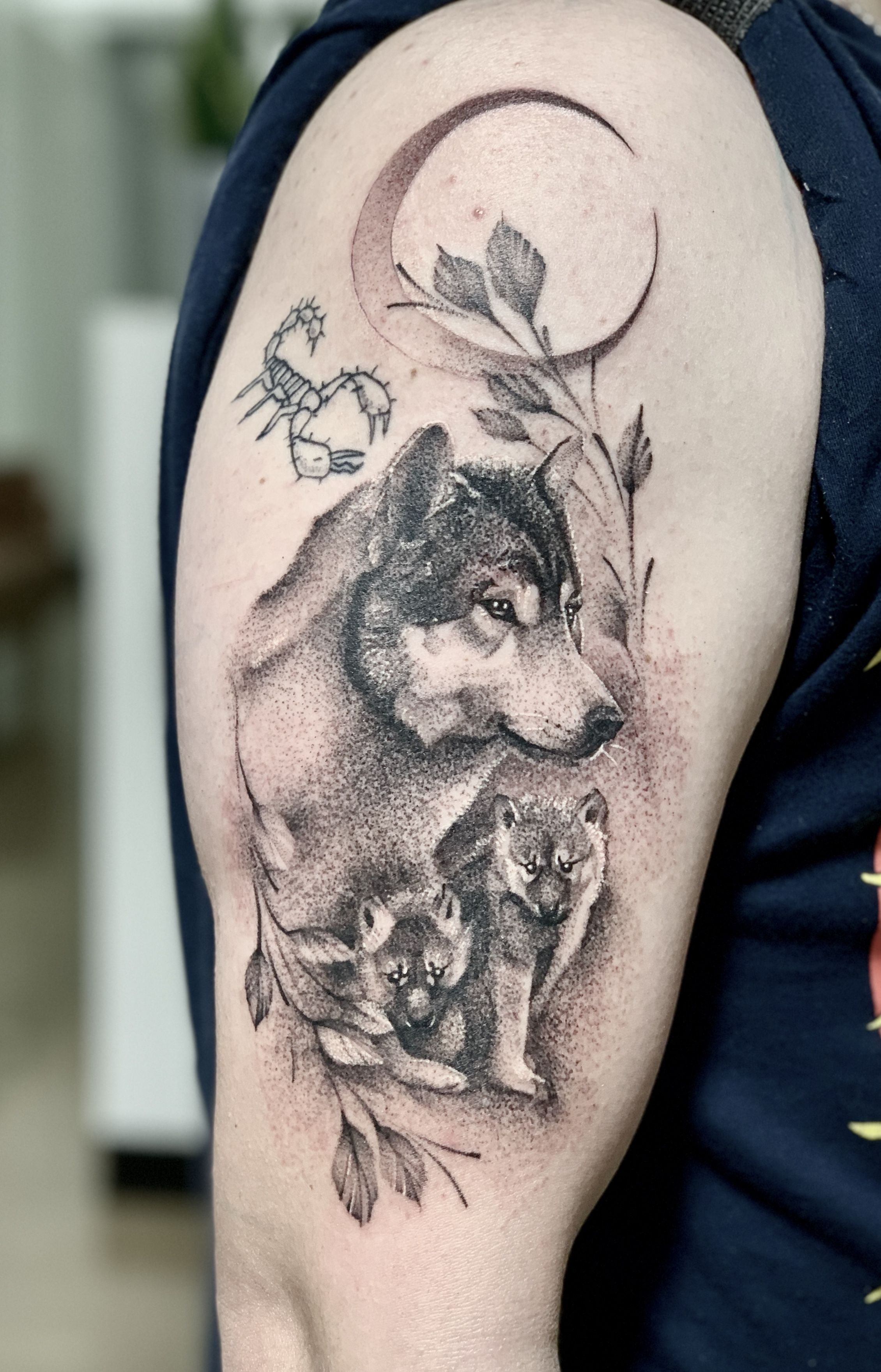 Micro Wolf Tattoo In 2020 Tattoos Black And Grey Tattoos Realism Tattoo