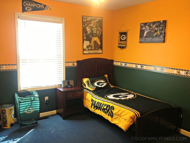 The Ultimate Green Bay Packers Bedroom For Our Son Green Bay Packers Bedroom Green Bay Packers Room Childrens Bedrooms