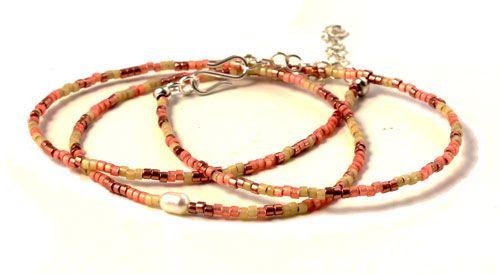 fbad3000c54 Lang halskæde med delicaperler. Til denne halskæde er der brugt følgende  materialer: Delicaperle farve