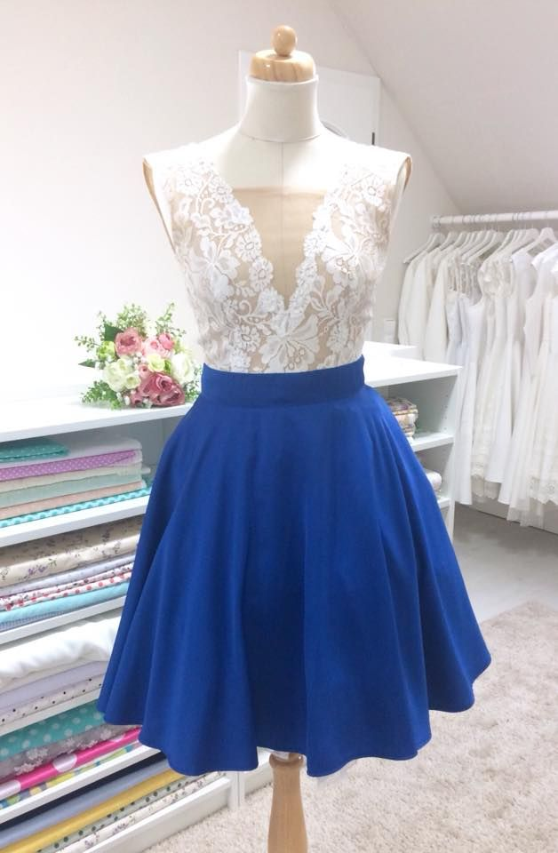 Takto dopadla recyklace svatebních šatů nevěsty Janičky 😍 Ke krajkovému  topu jsme pridaly lehounkou modrou kolovou sukni. Svatební šifonov… ad2f5e660a