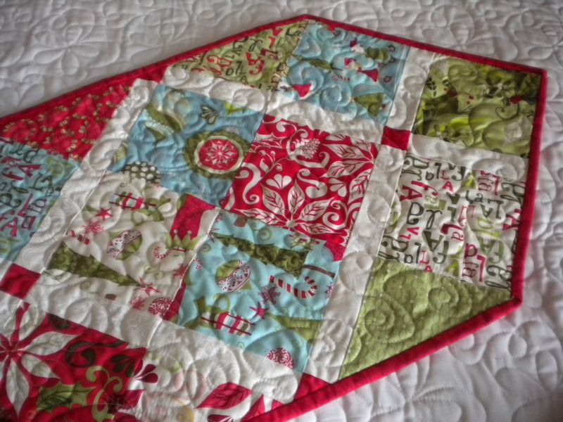 Quick and Easy Ideas for Table Runners | Quilt table runners ... : free table top quilt patterns - Adamdwight.com