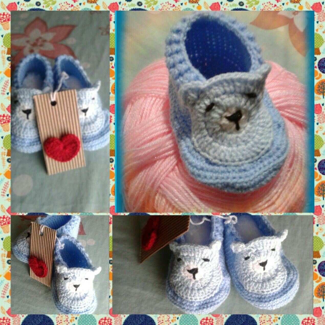 Escarpines a crochet con aplique de osito. Alma Noble Crochet