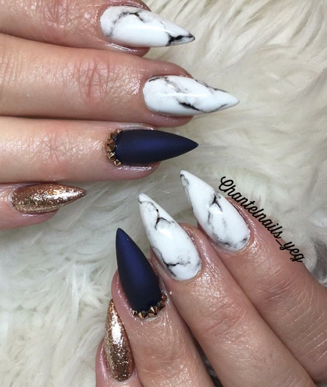 Almond Nails Marble Nails Blue And White Nails Gold Nails Acrylic Nails Fall Nails Almond Nails Gold Nails White Nails With Gold