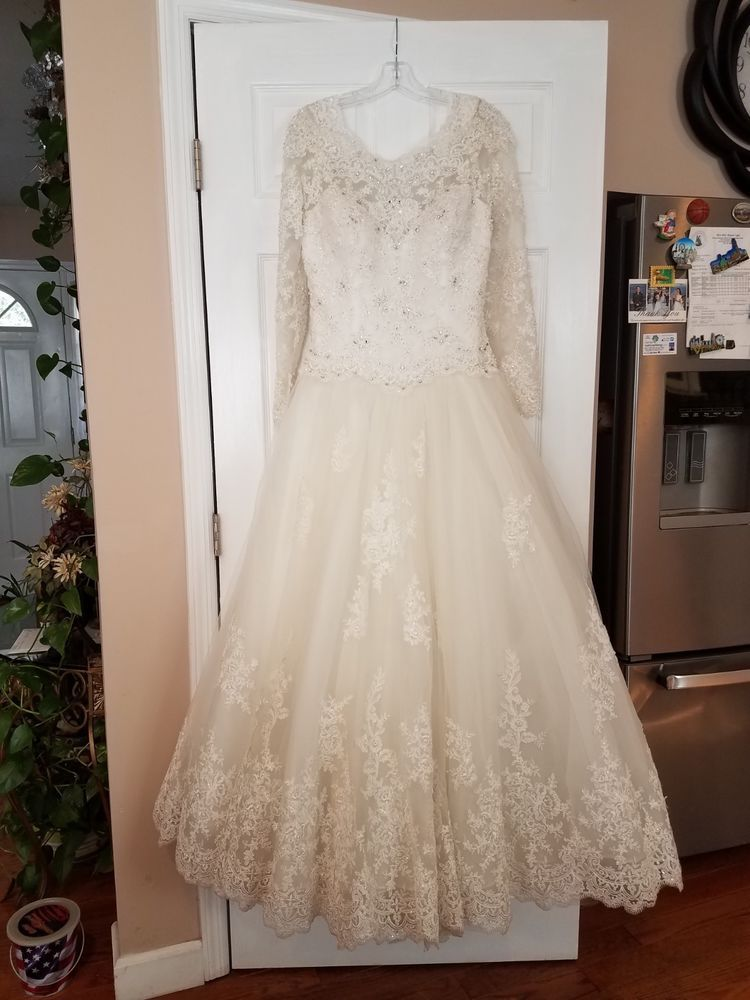 Used Wedding Dress Medium Size 12 Demetrios Fashion Clothing Shoes Accessories Weddingformaloccasion Wedding Wedding Dresses Wedding Dress Sequin Dresses
