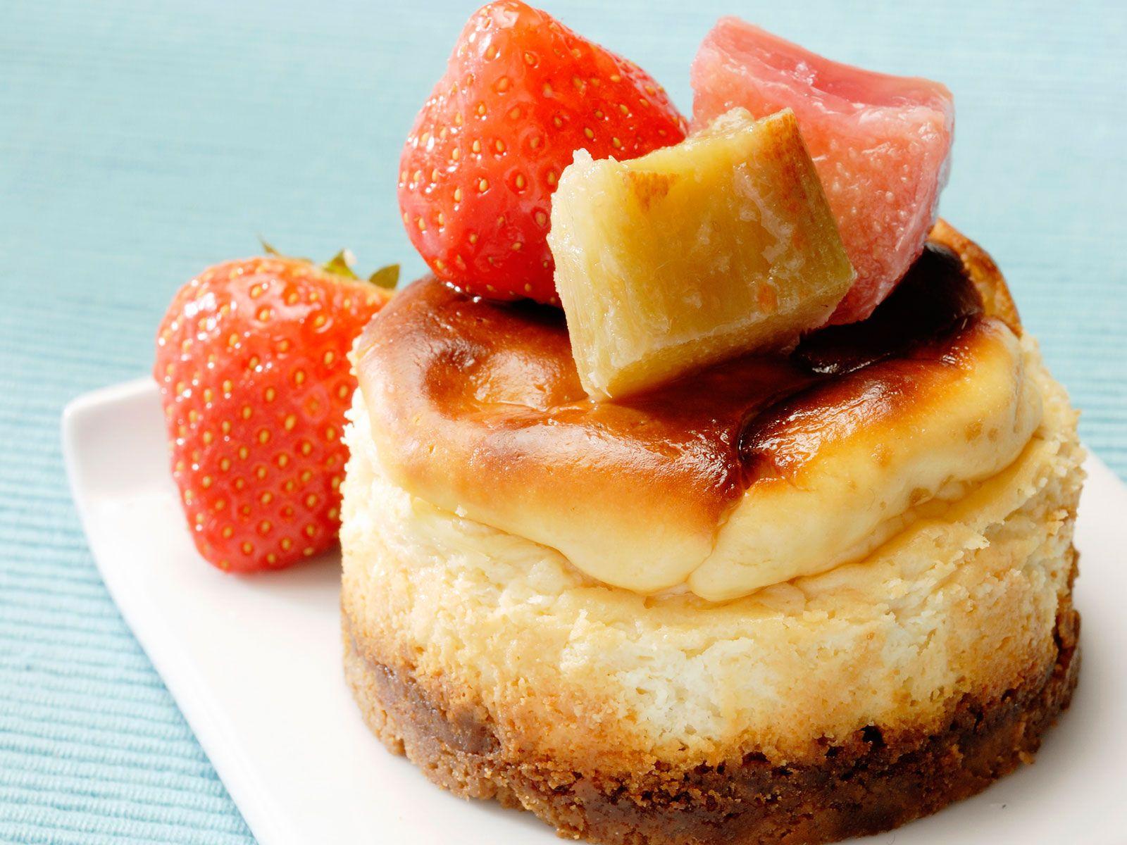 Découvrez la recette Cheese cake rhubarbe sur cuisineactuelle.fr.