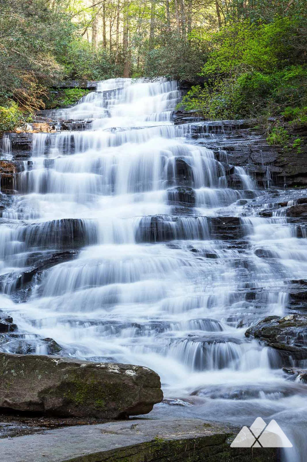 Georgia waterfall hikes: our favorite beginner-friendly and family-friendly favorite trails under two miles #hiking #running #atlanta #georgia #travel #outdoors #adventure