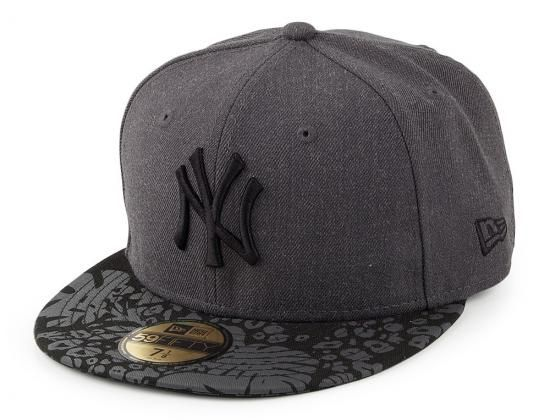New York Yankees Tropic Visor 59Fifty Fitted Baseball Cap by NEW ERA x MLB e57df8f339d