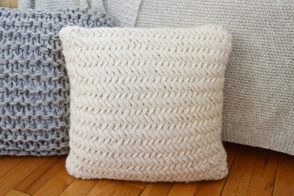 Throw Pillows Are A Brilliant And Easy Way To Change The Look Of A Couch Or Chair If You 39 Re Hesitant To Intro Knitted Throws Throw Pillows Pillow Projects
