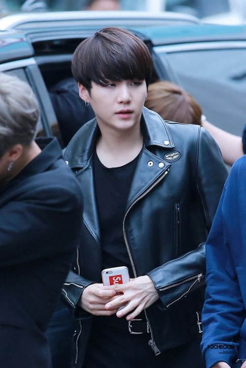 Can we just talk about how good Suga looks with black hair ...