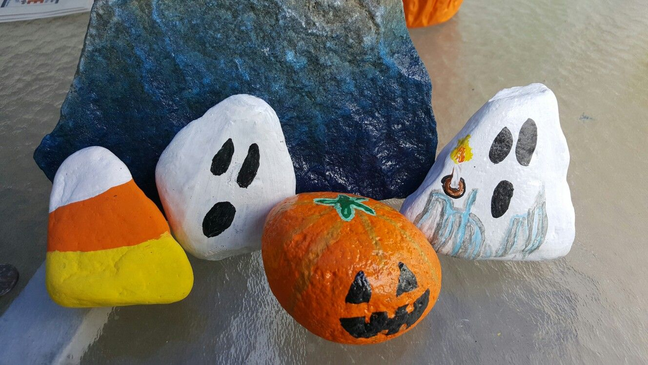 Halloween table decorations, hand painted on river rockby Meg - Halloween Table Decorations Pinterest
