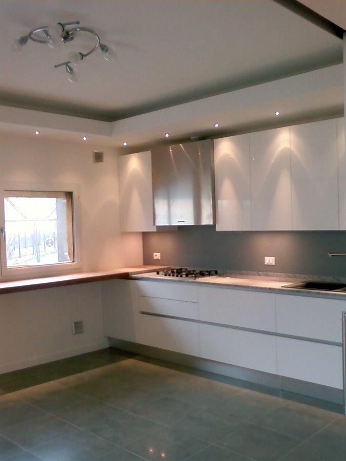 Abbassamento in cartongesso con faretti soffitti cucina for Disegni mobili casa