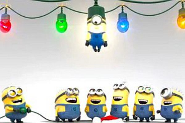 minion christmas 2 best light on the tree lol
