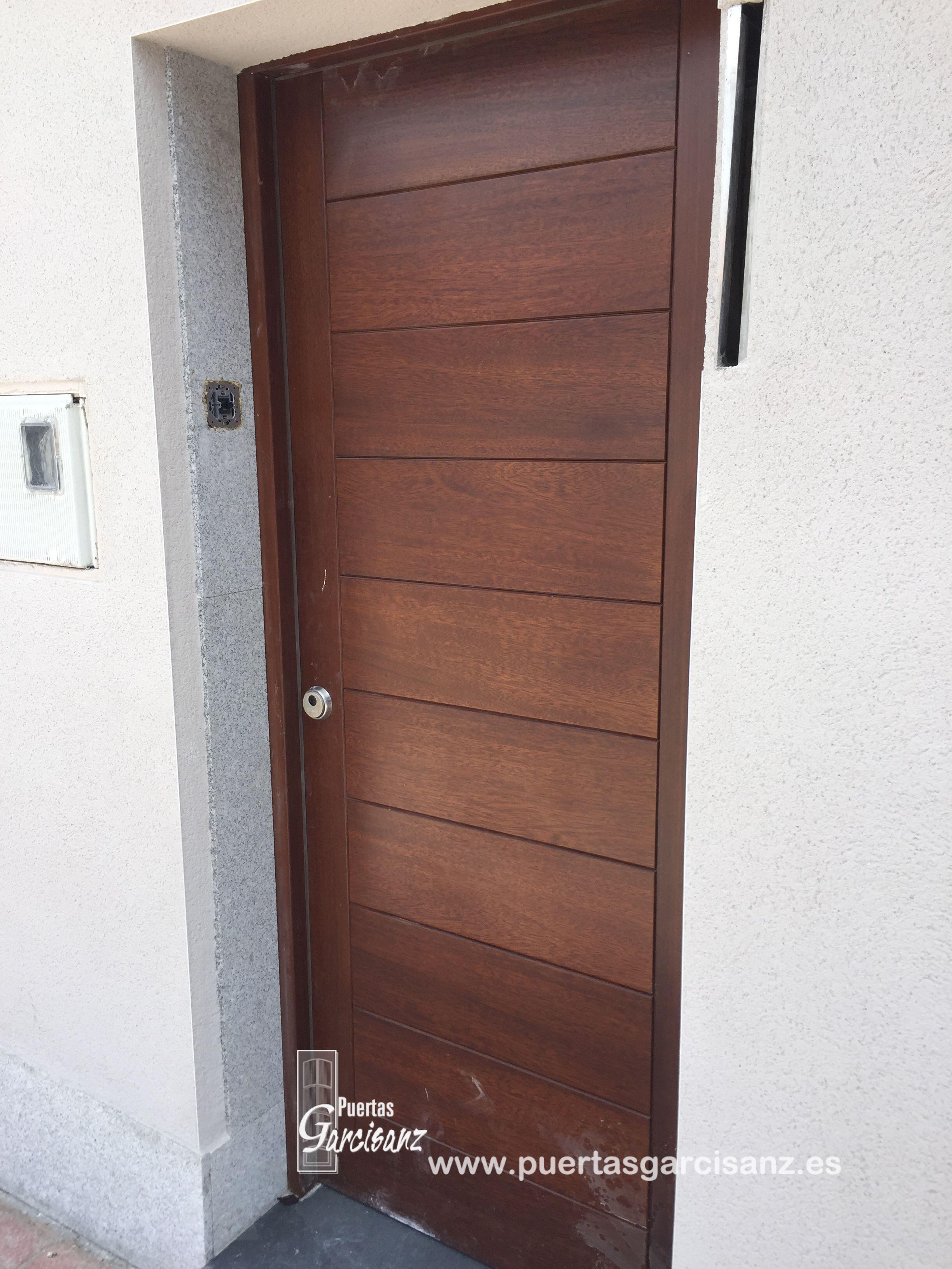Instalación De Puerta De Entrada Mod 510 En Madera Maciza De Iroko Barnizada Al Agua Para Exteriores Con Cerco Tall Cabinet Storage Storage Cabinet Storage