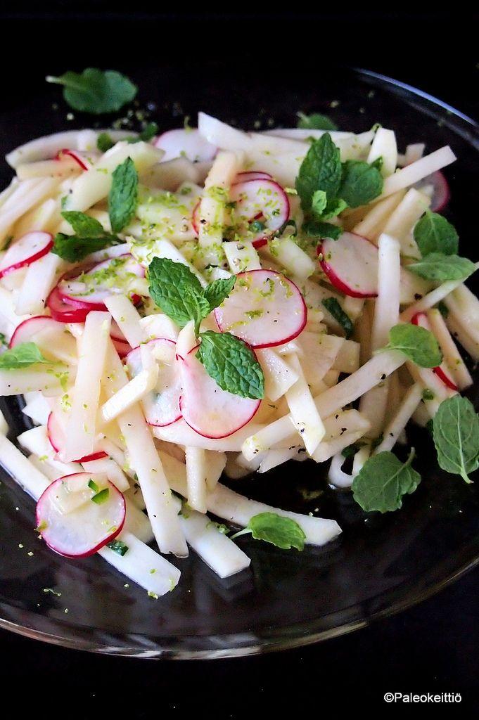 Limenraikas, rapsakka kyssäkaali-retiisisalaatti | Avataanpa Paleokeittiön kesäsesonki limenraikkaalla ja ihanan rapsakalla kyssäkaalisalaatilla! Täydensin kyssäsalaattia keväisellä retiisillä sekä pirteällä vihreällä omenalla. Vihreän omenan lisäk…