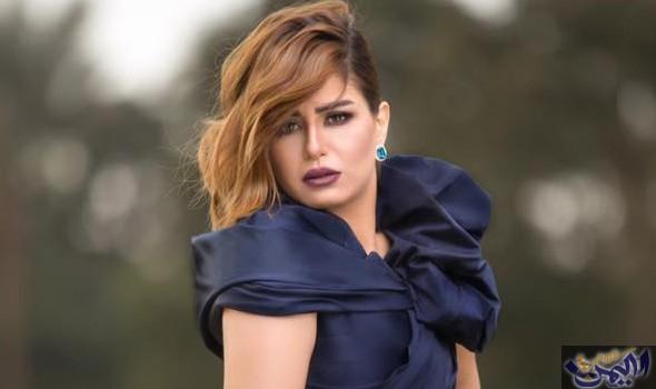 منة فضالي مع فريق عمل Women Ruffle Blouse Fashion