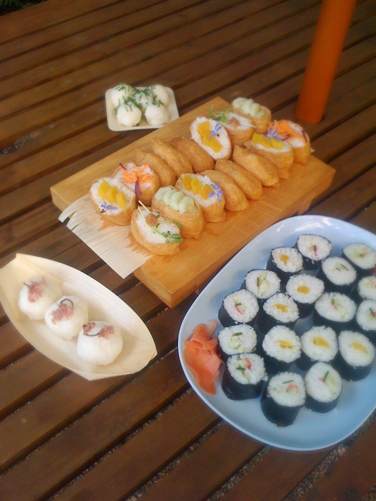 Cooking with flowers: Vegan Sushi and onigiri (rice balls) with flowers